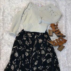 Floral maxi skirt with button detail on side